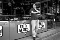 plutt une clop ! (Bilihut) Tags: montreal canada cigarette sonya7 blackandwhite rue people photo streetlife street photoderue clop frites life monochrome