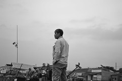 Vietnam, Mekong Delta (simon clare photography) Tags: travel people blackandwhite bw monochrome contrast river photography li boat nikon asia foto fotografie photographie market candid ska vietnam explore ng ho fotografia mekongdelta floatingmarket cantho fotografi  fotografa fotografering larawan   ffotograffiaeth sary picha  d40 consequat ljsmyndun fotoraflk fotograafia igbo fotografija valokuvaus sawir   fnykpezs fotografovn fotografana simonclare  fotografovanie pagkuha grianghrafadireacht  sclarephoto whakaahua  vietmanesse kujambula ftoyiya argazkilaritzac