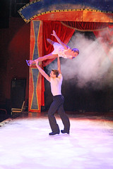 2014_Berlin_Xmas_1522 (SJM_1974) Tags: circus iceskating laurahill pairsskating piereloupbouquet