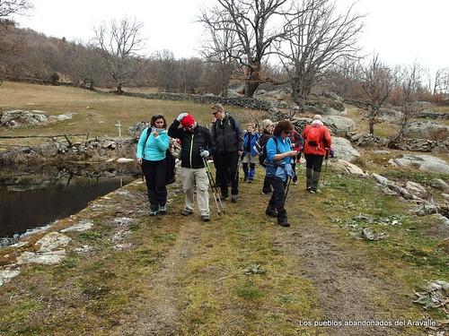 MARCHA-371-los-pueblos-abandonados-valle-de-aravalle-avila-senderismo (5)
