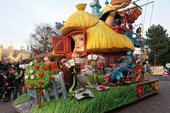 Disneyland Paris - January 2015 - 0318 (Snyers Bert) Tags: park parque paris france la îledefrance euro disneyland magic events disney parade resort fantasy land characters frankrijk parc parijs fantasyland magie disneylandparis dlp cavalcade plaatsen chessy dlrp marnelavallee magiconparade