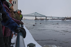 Canot sur glace - Montral (alex.bernard) Tags: winter canada sport river montral action hiver canoe qubec vieuxport canot fleuvestlaurent stlaurenceriver sigma1835 icecanoe canotsurglace labarbarie