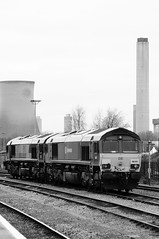 Didcot Parkway 21167bw (kgvuk) Tags: trains railwaystation locomotive railways didcot class66 ews diesellocomotive didcotparkway 66101 greatwesternmainline dbschenker 66087