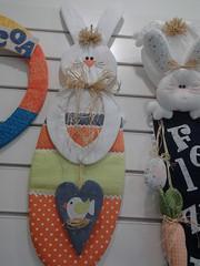 20150219_170742 (adriana.comelli) Tags: capa coelhos cadeira pascoa cestas ninhos cenouras guirlandas