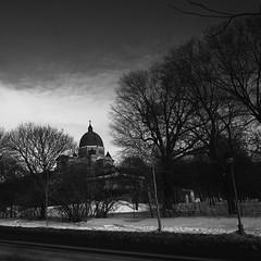 Oratoire St-Joseph (woltarise) Tags: montral hiver 28mm stjoseph nb queenmary sombre contraste neige gr montroyal glise ricoh chemin carr ambiance oratoire apsc