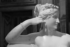 IMG_7592 (MariaCafagna) Tags: italy rome detail roma art al italia hand arte arts villa mano bonaparte museo antonio italie galleria canova borghese domenica dettaglio paolina mibac
