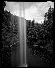 South Falls 160735 (jimhairphoto) Tags: statepark camera blackandwhite blancoynegro film oregon america nw graphic northwest wideangle homemade 4x5 crown silverfalls ilford fp4 naturalworld blancinegre remainsoftheday blancetnoir fixedfocus leftcoast jimhairphoto schwarzeaufweis siyahrebeyaz 4x5project