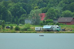 nikon_d90_nikkor_70_300_vr_23.07.16_02 (malemonada) Tags: landscape summer lake lakeshore water green swimming camper