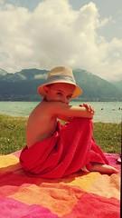 Sunny time (Niouz) Tags: enfant child kid serviette bain wet mouill chapeau hat portrait