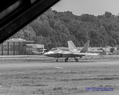 A F-22 FROM BERT... IN BLACK & WHITE (AvgeekJoe) Tags: aircombatcommandf22demonstrationteam americanheroesairshow blueangels boeingfield boeingfieldinternational c130 c130hercules c130t c130thercules f22 f22demonstrationandheritageflightteam f22raptor fatalbert hercules kbfi katiebird lockheedc130 lockheedc130t lockheedc130thercules lockheedhercules lockheedmartinf22 lockheedmartinf22raptor lockheedmartinraptor lockheedmartinboeingf22 lockheedmartinboeingf22raptor lockheedmartinboeingraptor museumofflight navalaviation other themuseumofflight usairforce usnavy usnavyblueangels usaf usn airshow aircraft airplane aviation combataircraft fighterjet helicoptershow jet plane raptor