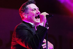TONY HADLEY live in Italy (dj erriquez) Tags: artist band vocals concert color canon city concerto eighties english england festival new people venice venezia fun photo show light night italia italy inglese live village singer music man musica summer uomo cantante portrait party palco londra london