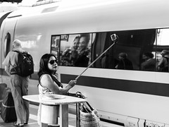 Selfiemania I (greytoneduo) Tags: frankfurt city blackandwhite railwaystation