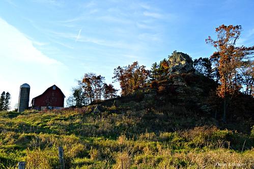 Wisconsin Hill Top & Barn In Autumn Colors.   DSC_1987