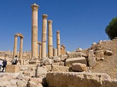 Sulen / Columns # 2 (schreibtnix) Tags: reisen travelling naherosten neareast  jordanien  jordan jerash antikestadt romantown sule column himmel sky blau blue olympuse5 schreibtnix