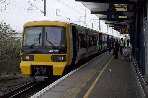 uk england station electric train se kent transport trains emu ashford abb afk unit southeastern thirdrail 465 brel networker electricmultipleunit ashfordinternational class465 govia 2a36 465182