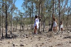 Tres de trec. (elojeador) Tags: adri adriana ale paisaje elena rbol desierto ele alejandra tierra eucalipto supernenas desiertodetabernas eucaliptal elojeador