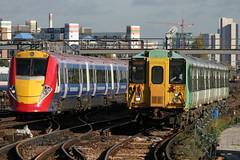 455828 & 460005, Clapham Junction, November 1st 2005 (Southsea_Matt) Tags: train track railway emu gatwickexpress claphamjunction southernrailway gatwickairport epsomdowns 5828 londonvictoria class455 class460 455828 460005
