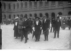 1915-07-12. Aux Invalides, [12 juillet 1915] autos ambulances russes, M. Isvolsky [ambassadeur de Russie en France] (foot-passenger) Tags: bibliothquenationaledefrance bnf gallica oldphoto 1915 ambulance france wwi worldwari