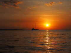 A gentle sunset on Darwin Harbour (Digidoc2) Tags: sunset sea sky sun water clouds reflections boat waves darwinharbour
