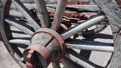 Ruota (Pasqualino Ubaldini) Tags: color colore image background creative campagna carro common terra carretto raggi legno ruota vecchio lavoro ferro sfondo sfondi agricoltura catena contadino agricolo mozzo pasqualino ubaldini
