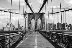 #BrooklynBridge (Olympe T.) Tags: bridge architecture brooklynbridge brooklyn manhattan eastriver newyork nyc usa city town downtown urban cablestayed suspension bridgepontpont suspendu  haubansblack white bw