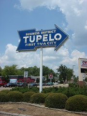 Tupelo First TVA City, Business District Sign (Deep Fried Kudzu) Tags: tupelo mississippi neon sign business district first 1st tva tennessee valley authority city
