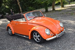 Coccinelle cabriolet (xwattez) Tags: volkswagen coccinelle cabriolet dcapotable voiture automobile allemande ancienne old german car vhicule transports rassemblement auto toulouse sesquires france 2016