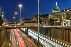 M8 and the Mitchell Library (D Cation) Tags: scotland glasgow charingcross mitchelllibrary m8 motorway traffictrails twilight
