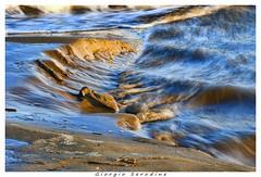 LA MAREA IN ARRIVO (Giorgio Serodine) Tags: acqua mare caorle veneto sabbia canon tele mosso onde tramonto allaperto erosione