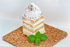 Kuchen mit Schlagsahne (wuestenigel) Tags: kuchen mehl essen dessert zucker gebck zimt sahne rum ssigkeiten food