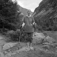 (Paysage du temps) Tags: film feet rolleiflex naked switzerland sticks suisse walker hp5 pieds ilford nus randonneuse btons 20141125 ilfotecrtrapid