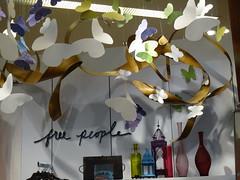 Free People (haidarism (Ahmed Alhaidari)) Tags: people beautiful mall wonderful decoration free decor