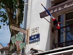 caf de la mairie (thierrymasson94) Tags: cafdelamairie rambouillet architecture paysageurbain drapeau mourning deuil crpe
