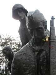 Monumento a los insurgentes (dokusha.san) Tags: polonia poland warsaw varsovia pw ak monument insurgents iiww segundaguerramundial insurgentes pomnik powstania guerra war krasiskich warszawa warszawskiego 1944