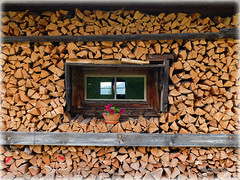 Holz vor der Htte... (Badenfocus_Thanks for 700k views) Tags: holz htte bayern alpen alm badenfocus winter cabin wood knigsalm kreuth tegernsee fujifilmx20 fujifilm x20