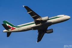 Alitalia --- Airbus A320 --- EI-DTF (Drinu C) Tags: adrianciliaphotography sony dsc hx100v ams eham plane aircraft aviation alitalia airbus a320 eidtf