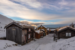 Rros - Sleggveien (Ronny Kvande) Tags: cold winter snow old house frost sky clouds city norway roros rros