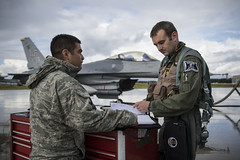 140818-F-YW474-066 (Pacific Air Forces) Tags: alaska us unitedstates aircraft f16 pilot redflag fightingfalcon crewchief eielsonairforcebase