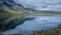 Jotunheimen Norwegen (b.stanni) Tags: sea lake mountains nature water landscape see norge wasser natur norwegen berge landschaft