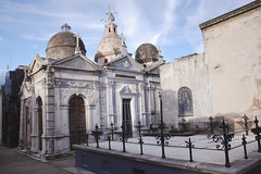 Argentina - 81 ( CHRISTIAN ) Tags: argentina argentine cemetery architecture buenosaires nikon cementerio tomb vault palermo tombe cimetire caveau recollera