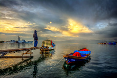 Visitor (Nejdet Duzen) Tags: trip travel sunset sea reflection turkey boat jetty trkiye deniz iskele sandal warship izmir gnbatm yansma turkei seyahat inciralt savagemisi