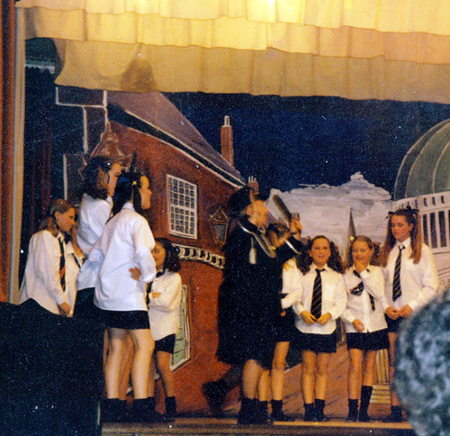1994 Dick Whittington 60 (centre Margaret Fielding)
