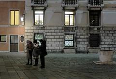 l'oppio dei popoli (Ro_.) Tags: street venice people persone smartphone venezia telefoni camposangeremia fujifilmx20