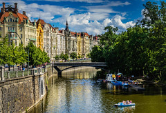 Prag Moldaublick (olipennell) Tags: building water river boat wasser prague prag praha tschechischerepublik czechrepublic fluss gebude moldau vlatva tretboot