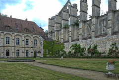 Longpont Picardie France. ( photopade (Nikonist)) Tags: france architecture macintosh mac nikon europe gothique picardie abbaye cistercienne