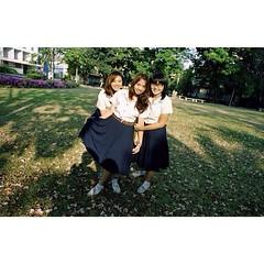 หม่ำเท่งโหน่งอะไรนั่น5555 // ถ่ายฟิล์มจากพี่บุ๊งกิ ง่อวว  cr. @boongi  #film #scape #friend #buddy #love #school #triamudom #park #instago #tree #shade #sunny #gangter