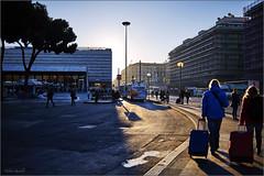 Auf dem Weg zum Bahnhof (Helmut Reichelt) Tags: morning italien roma backlight nikon bahnhof streetphoto morgen rom d3 gegenlicht stazionetermini nikkor35mmf2 piazzadeicinquecento esquilin colorefexpro4 captureone8