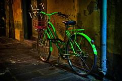 biciclette verde (SmoHoHo) Tags: mauer nacht fahrrad grn leuchten sonya58 sal1650