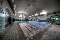 Swimming Pool (Fine Art Foto) Tags: swimming pool schwimmbad badeanstalt bad verdunstung evaporation urbex urbanexploration urbandecay urban lostplace lostplaces abandoned aufgegeben forgotten oblivion