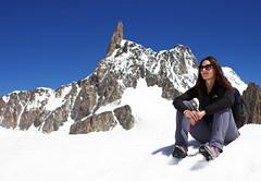 Manu e il Dente del Gigante (Ste Cube) Tags: mountain manu montagna montebianco valdaosta ghiacciaio dentedelgigante stecube ghiacciaiodelmotebianco